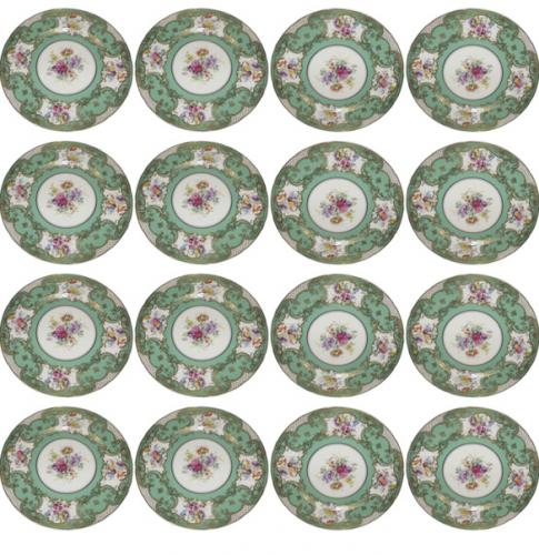 A Set of Twelve Early 20th Century Royal Doulton Dinner Plates