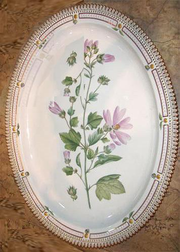 A Medium Round Early 20th Century Flora Danica Platter